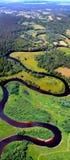 Opinión de serpenteo del río desde arriba foto de archivo