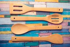 Opinión de set-top de madera del vajilla Foto de archivo libre de regalías