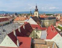 Opinión de Sibiu del campanario de la basílica Imagenes de archivo