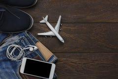 Opinión de sobremesa del objeto para el viajero con el fondo del concepto de la tecnología Foto de archivo libre de regalías