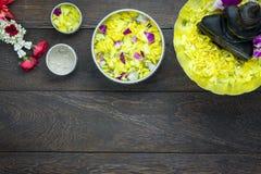 Opinión de sobremesa el día de fiesta del festival de Songkran o del Año Nuevo de Tailandia Imágenes de archivo libres de regalías