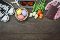 Opinión de sobremesa tirada de la decoración Pascua feliz Foto de archivo