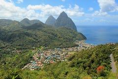 Opinión de Soufriere, St Lucia, del Caribe imagenes de archivo