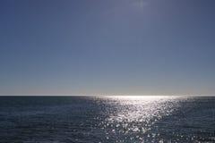 Opinión de Sunny Horizon sobre Océano Atlántico Foto de archivo libre de regalías