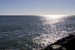 Opinión de Sunny Horizon sobre Océano Atlántico Fotografía de archivo
