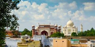 Opinión de Taj Mahal de los tejados Fotografía de archivo libre de regalías