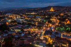 Opinión de Tbilisi, la capital de la noche de Georgia Foto de archivo libre de regalías