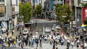 Opinión de Timelapse sobre un paso de peatones Shibuya Tokio de la muchedumbre Gente asi?tica almacen de video