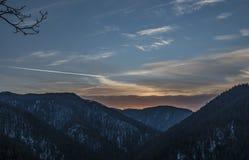 Opinión de Tomasovsky en el paraíso de Eslovaquia con puesta del sol nublada Imagenes de archivo