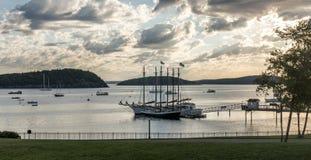 Opinión de Waterfrot del puerto Maine de la barra, de las islas del puerco espín y del sailbo fotografía de archivo