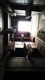 Opinión de Windows de abajo de un cuarto oscuro Fotos de archivo libres de regalías