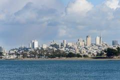 Opinión del área de San Francisco Bay a la ciudad del lado del agua Fotografía de archivo libre de regalías