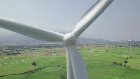 Opinión del abejón de las turbinas de la energía eólica Generador de viento para la opinión aérea de la energía renovable limpia  metrajes
