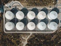 Opinión del abejón del tanque de almacenamiento en el bosque imagenes de archivo