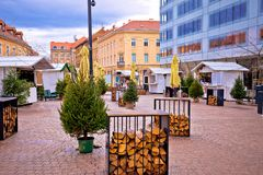 Opinión del advenimiento del mercado de la Navidad de Zagreb Fotografía de archivo libre de regalías