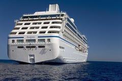 Opinión del agua del barco de cruceros de Oceanía de las insignias Foto de archivo libre de regalías