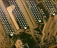 Opinión del alambre del PWB de la placa madre a los enchufes del PCI Fotografía de archivo