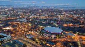 Opinión del amanecer de montañas de Denver céntrica fotos de archivo