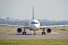 Opinión del avión de WizzAir Imagen de archivo
