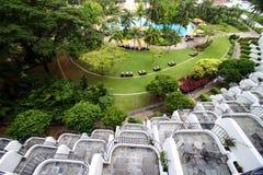 Opinión del balcón, centro turístico tropical Foto de archivo