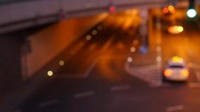 Opinión del bokeh del semáforo de ciudad desde arriba almacen de metraje de vídeo
