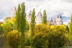 Opinión del bosque del castillo de Pierrefond fotografía de archivo