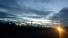 Opinión del camino de la madrugada Imagenes de archivo