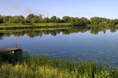 Opinión del campo con humo Fotos de archivo