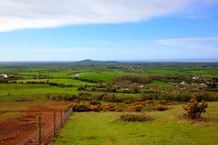 Opinión del campo de Somerset hacia Brent Knoll cerca de la Weston-estupendo-yegua en HDR Fotos de archivo libres de regalías