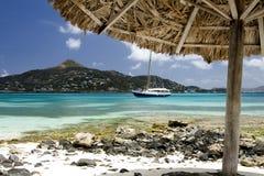 Opinión del Caribe del parasol del santo Vincent pequeno. Fotografía de archivo