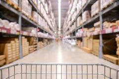 Opinión del carro de la compra en Warehouse imágenes de archivo libres de regalías