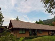 Opinión del cielo del centro turístico de Isaan Isan fotos de archivo libres de regalías