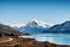 Opinión del cocinero de la montaña del lago Pukaki foto de archivo libre de regalías