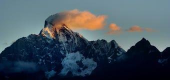 Opinión del día de las montañas de Siguniang (cuatro muchachas) Imagen de archivo