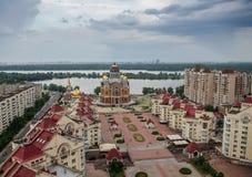 Opinión del día del cherch de Obolon, Kiev, Ucrania Foto de archivo