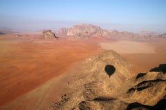 Opinión del desierto del ron del lecho de un río seco Fotos de archivo libres de regalías