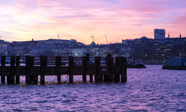 Opinión del embarcadero de la orilla del mar de Londres Imágenes de archivo libres de regalías