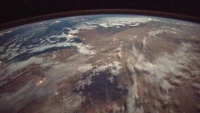 Opinión del espacio sobre la tierra del planeta: Océano Atlántico, balear y mar Mediterráneo, ciudades, reflexiones, desierto del almacen de metraje de vídeo