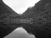 Opinión del fiordo de Noruega Foto de archivo libre de regalías