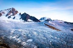 Opinión del glaciar, montañas del macizo de Mont Blanc, Francia foto de archivo