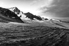 Opinión del glaciar, montañas del macizo de Mont Blanc, Francia foto de archivo libre de regalías