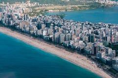Opinión del helicóptero de la playa de Ipanema Foto de archivo libre de regalías