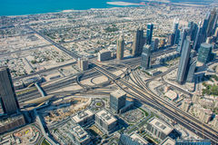 Opinión del horizonte de Dubai de Burj Al Khalifa Imagen de archivo libre de regalías