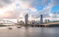 Opinión del horizonte de la ciudad de Brisbane de Southbank imágenes de archivo libres de regalías