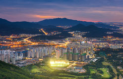 Opinión del horizonte de la ciudad de Seul al centro de la ciudad de Seul, Corea del Sur Imagen de archivo libre de regalías