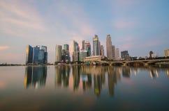 Opinión del horizonte de la ciudad de Singapur del distrito financiero Imagen de archivo