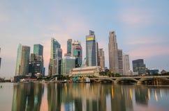 Opinión del horizonte de la ciudad de Singapur del distrito financiero Foto de archivo libre de regalías