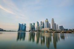 Opinión del horizonte de la ciudad de Singapur del distrito financiero Fotos de archivo libres de regalías