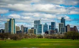 Opinión 2016 del horizonte de la primavera de Austin Texas Dramatic Patchy Clouds Early del parque de Zilker Fotografía de archivo