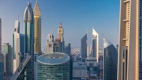 Opinión del horizonte de los edificios de Sheikh Zayed Road y del timelapse de DIFC en Dubai, UAE almacen de video